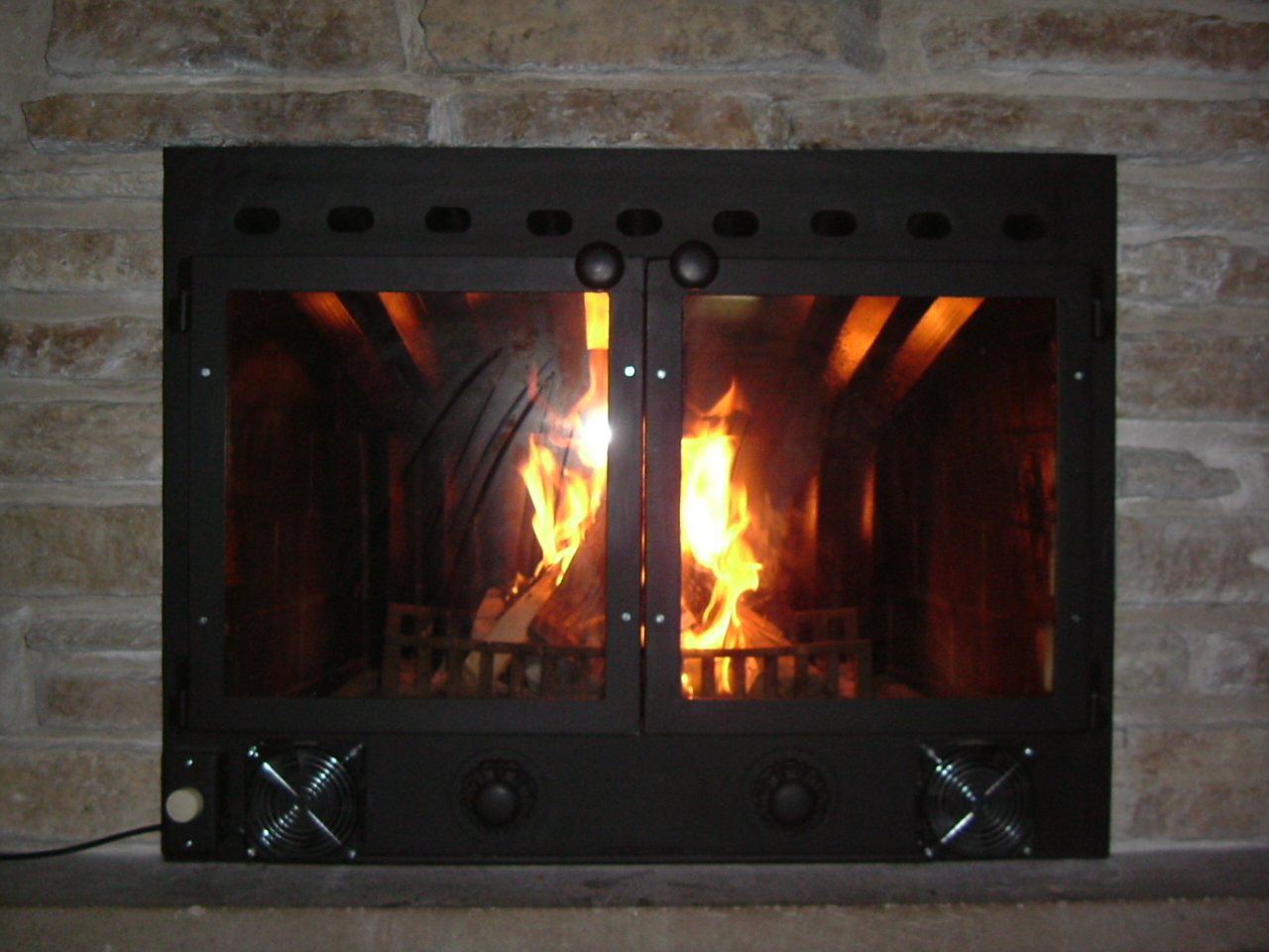 Close the damper on fire insert when not in use.